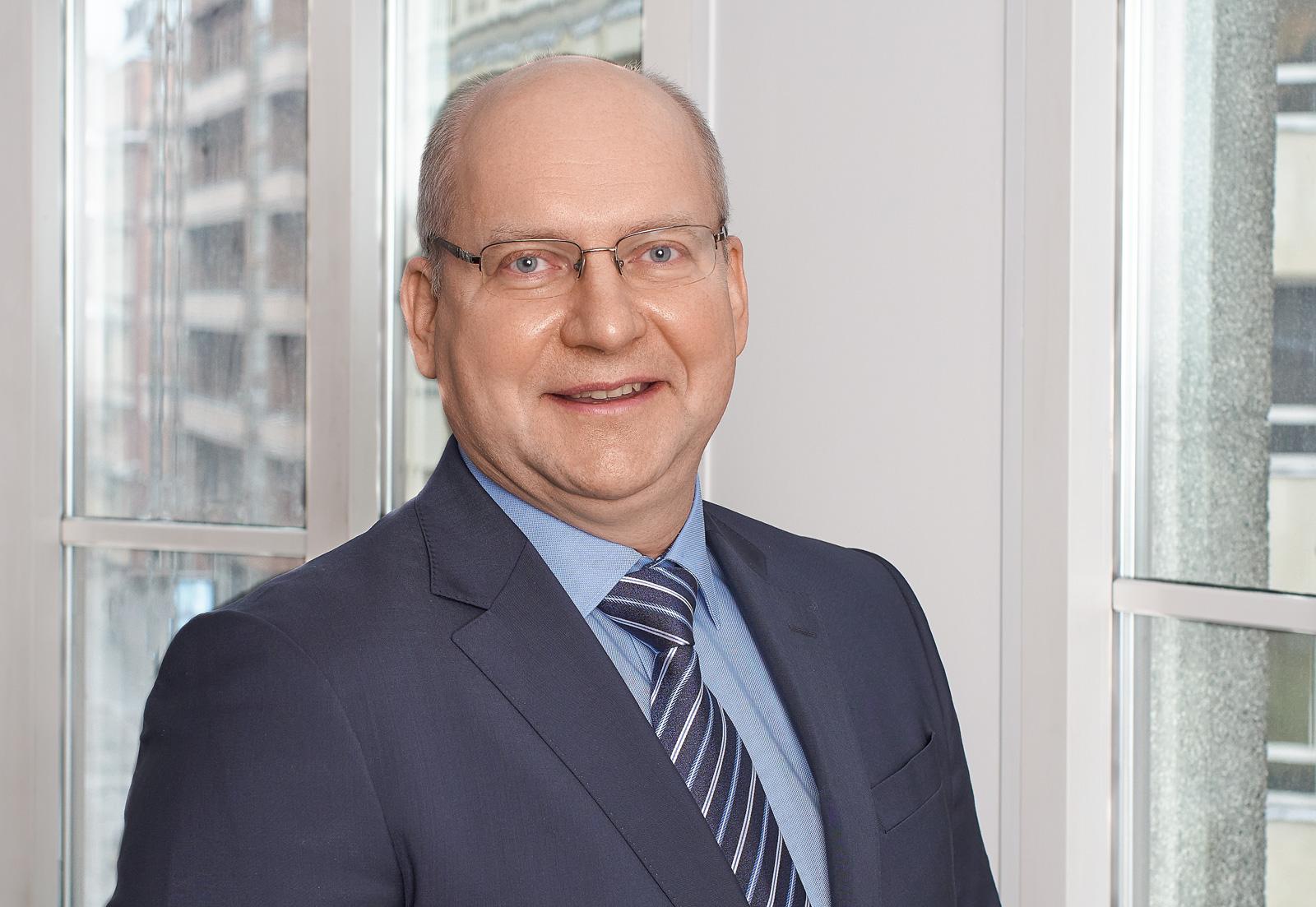 Edgars Ragels, Korporatīvo finanšu un novērtēšanas nodaļas direktors